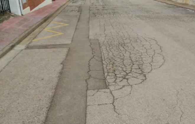Vista general del tram del carrer del Montgrí a re-pavimentar. Es pot veure un dels flonjalls a reparar   Imatge de l'Ajuntament