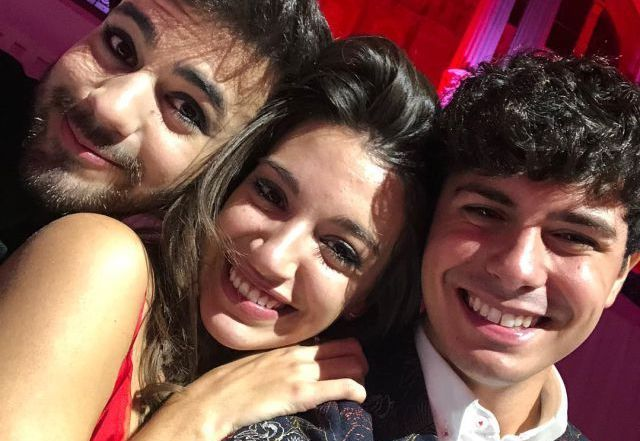 Alfred García emociona a la gala People in Red amb 'Por si te hace falta'