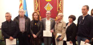 La Consellera de Justícia acompanyada d'alguns familiars dels acusats durant l'etapa franquista   Imatge de l'Ajuntament de Palamós