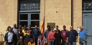 Ignasi Sabater i la CUP de Verges davant de l'Ajuntament de Verges