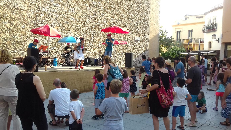 Festa infantil a la Plaça de la Vila de Begur | Imatge de l'Ajuntament