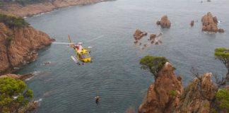 Moment del rescat amb helicòpter a la Via Ferrata de Sant Feliu de Guíxols   Imatge dels Bombers de la Generalitat