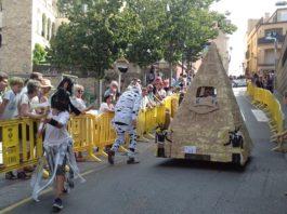 privat:-una-piramide-egipcia-amb-momies-guanya-la-v-baixada-de-carretons-de-begur