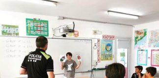 privat:-amb-l'arribada-del-nou-curs,-la-policia-local-de-palafrugell-tornara-a-impartir-classes-d'educacio-vial-a-les-aules-de-les-escoles
