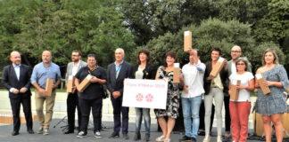 Moment de l'entrega del premi Flors d'Honor 2019 a l'EMD Estartit | Imatge de l'Ajuntament de Torroella de Montgrí