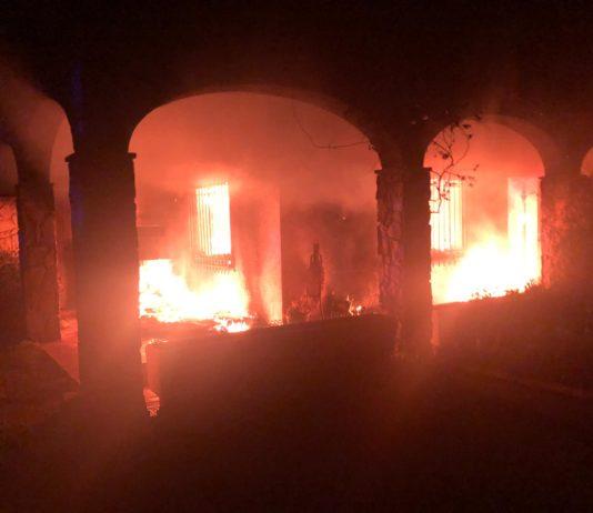 Incendi en una casa del carrer Rodors a Pals